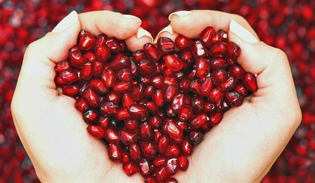 7 Ways In Which Pomegranates Boost Your Health